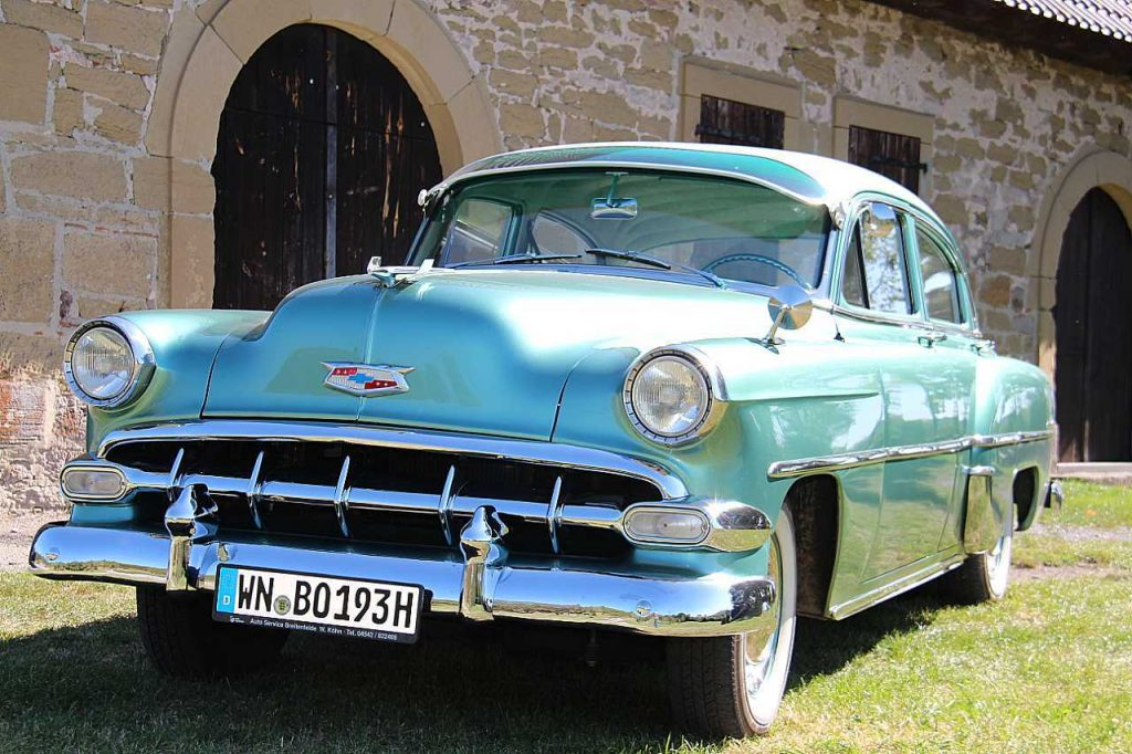 Chevrolet Deluxe 4-Door Sedan Serie Bel Air front