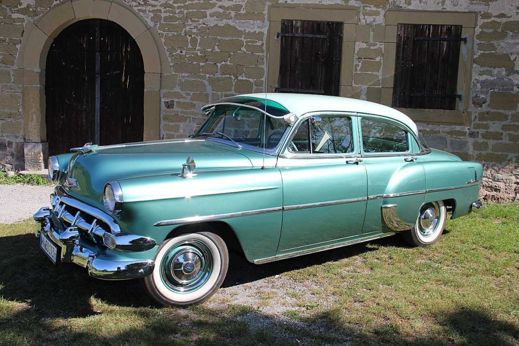 Chevrolet Deluxe 4-Door Sedan Serie Bel Air seitlich li
