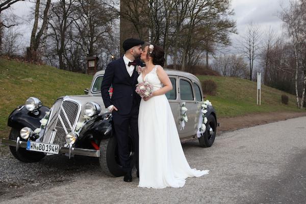 Oldtimer Erlebnis Citroen Traction Avant Hochzeit Kuss