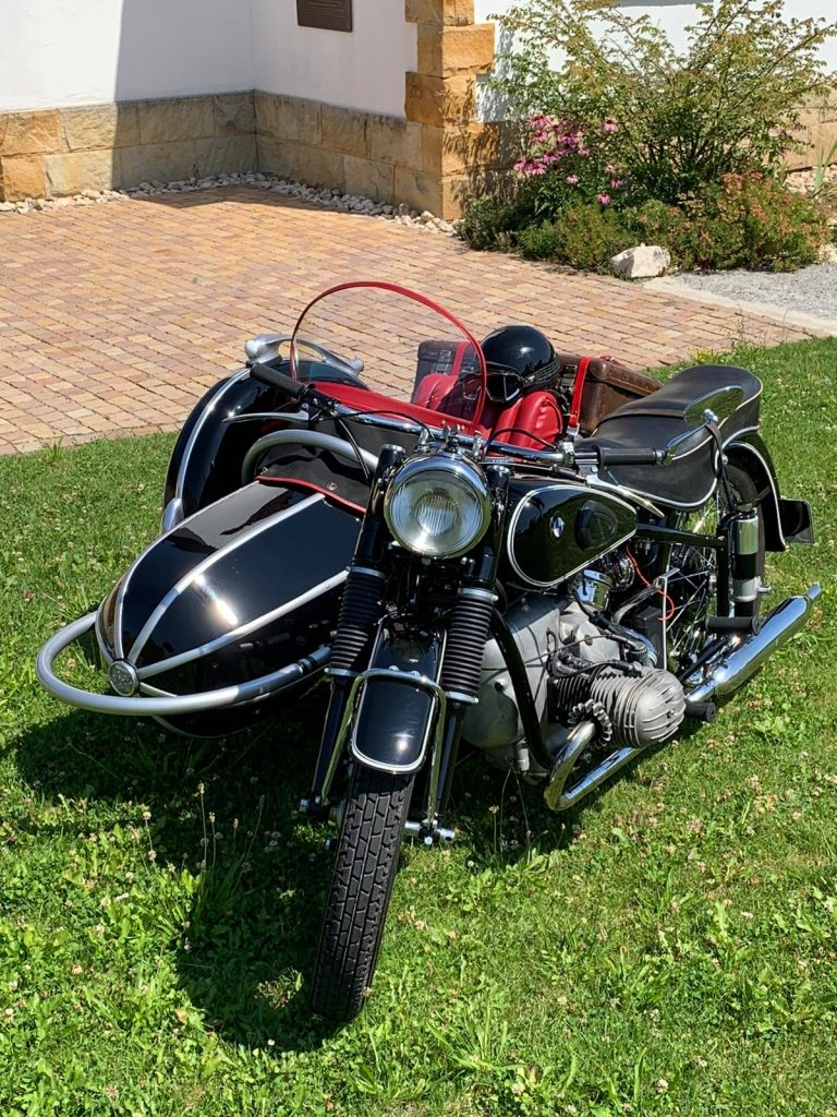 BMW R 67 front